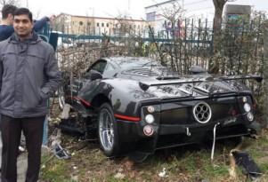 Borrowed Pagani Zonda GJ crashed in London. Image via Unilad.