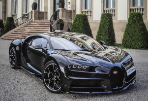 Bugatti builds a Chiron with an exposed carbon fiber body