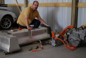 What's Inside Chevrolet Volt Battery Pack And Drivetrain? Video Teardown Shows All