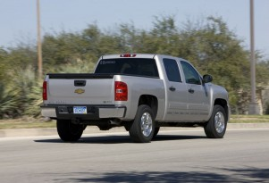 GM Sells 570 Hybrid Pickups To Phone Company, Jubilation Ensues