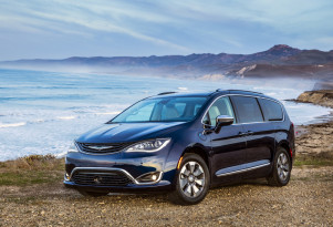 Green Car Reports Best Car To Buy 2018 finalist: Chrysler Pacifica Hybrid