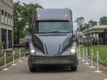 Cummins electric semi truck: traditional maker takes on Tesla
