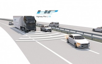 Mercedes-Benz & Daimler Test Autonomous 18-Wheeler In Real Highway Traffic