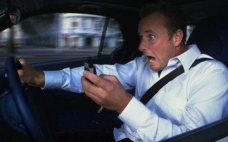 Everyone is awful: new study shows that 88 percent of us use our phones while driving