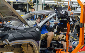 Automakers respond to Trump's proposed steel, aluminum import tariff increases