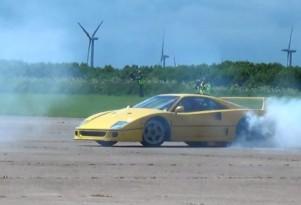 Ferrari F40 donuts