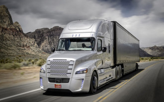 "Freightliner to test automated ""tailgating"" technology on US roads"
