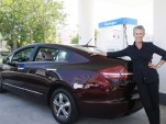 Jamie Lee Curtis is one of a select few chosen to lease a Honda FCX Clarity.
