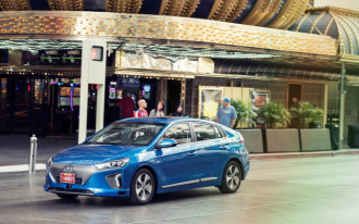 Senators announce bipartisan deal; automakers set to clear major hurdle in self-driving car legislation