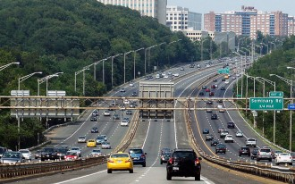 How Do You Encourage People To Buy Hybrids & EVs? Offer HOV Lane Access