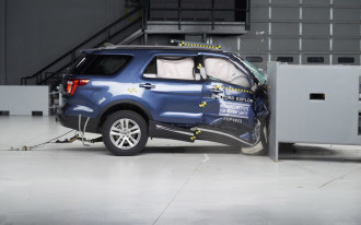 Jeep Grand Cherokee, Ford Explorer flunk passenger-side crash test
