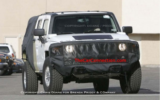 2009 HUMMER H3T Spied! - The Car Connection