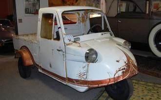 Found on eBay: 1967 Daihatsu Tri-Mobile Microcar Pickup