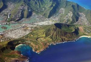 Hawaii responds to global warming threat against Waikiki beach