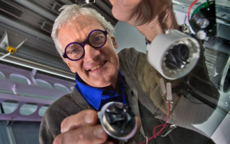 Vacuum maven Dyson plans electric car by 2020
