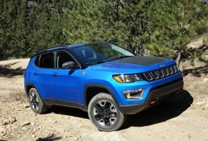 2017 Jeep Compass Trailhawk off-road