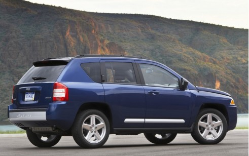 2010 jeep compass vs ford escape honda cr v hyundai for Jeep compass vs honda crv