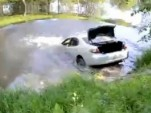 Lexus ES 300 goes swimming in Russia