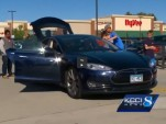 Minnesota Tesla Model S owners demonstrate their cars in Urbandale, Iowa, Oct 2014  [KCCI 8 video]