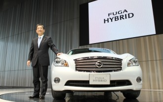 Nissan Launches New Fuga Hybrid Sedan in Japan