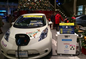 Lighting A Christmas Tree The Modern Way: With An Electric Car