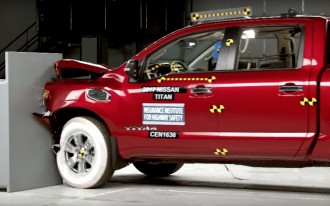2017 Nissan Titan struggles in latest crash test