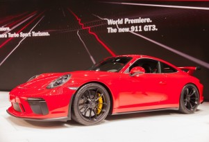 Porsche listens, reunites 911 GT3 and manual trans for 2018