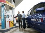 President Bush at Hydrogen pump