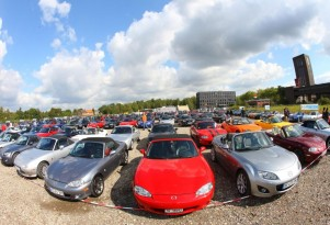 Previous record of 459 Mazda MX-5 Miatas set in 2010