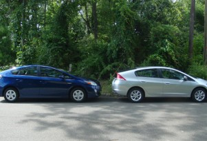Head to Head Test Drive and Review:  2010 Toyota Prius vs 2010 Honda Insight w/Video
