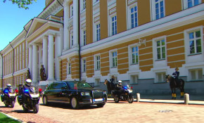Putin takes delivery of his new presidential limo