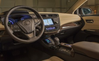 2013 Toyota Avalon: First To Offer Wireless Charging For Phones