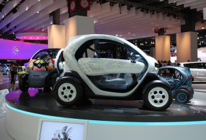 Europe's First iAd With 2012 Renault Twizy Electric Car