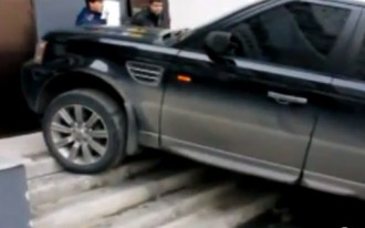 Suspected Drunk Driver Parks Range Rover Sport On Apartment Steps: Video