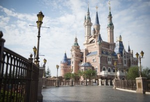 Shanghai Disney Resort offers electric rental cars from SAIC