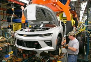 Trump meets with automakers: More plants, fewer regulations