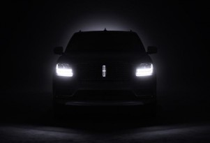 Teaser for 2018 Lincoln Navigator debuting at 2017 New York auto show