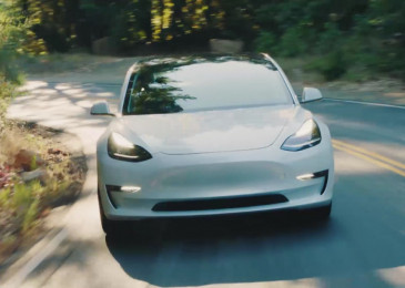 Tesla now makes almost 1,000 Model 3s a week, Bloomberg tracker estimates