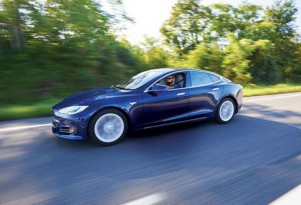 Taking Tesla private, Autopilot testing, Mazda CX-5 diesel, Nissan Leaf batteries: The Week in Reverse