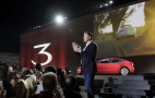 Report: SEC investigating Musk tweet about taking Tesla private