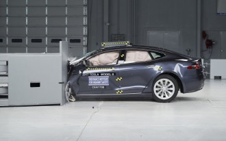 Lincoln, Mercedes, Toyota ace latest IIHS crash tests; Chevy, Ford, Tesla less impressive