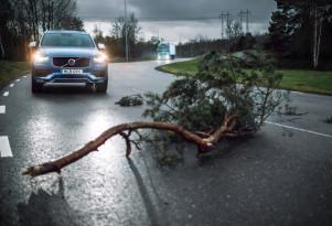 Volvo Cars and Volvo Trucks  Connected Safety hazard-alert service