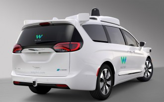 "Waymo to order ""thousands"" of Chrysler Pacifica Hybrid self-driving minivans"