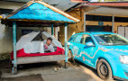 Driving a converted electric car from Holland to Australia, relying on gifts