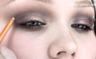 Distracted Driving Tip: Don't Put On Make-Up & Drive (Video)
