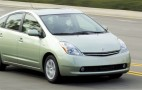 Toyota cuts price on replacement Prius batteries